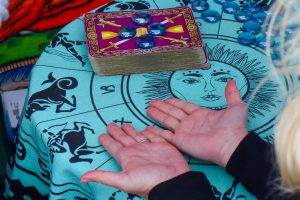 Find Out About A Psychic Tarot Reader And How They Function